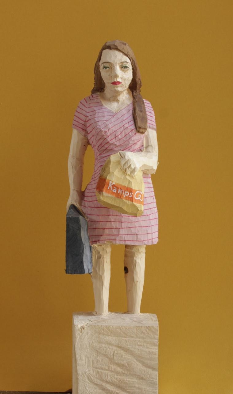 Edekafrau (994) mit Kamps-Tüte
