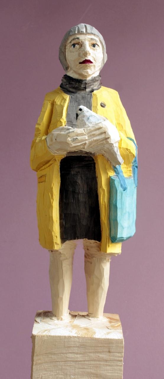 Edeka Frau (922) mit Friedenstaube