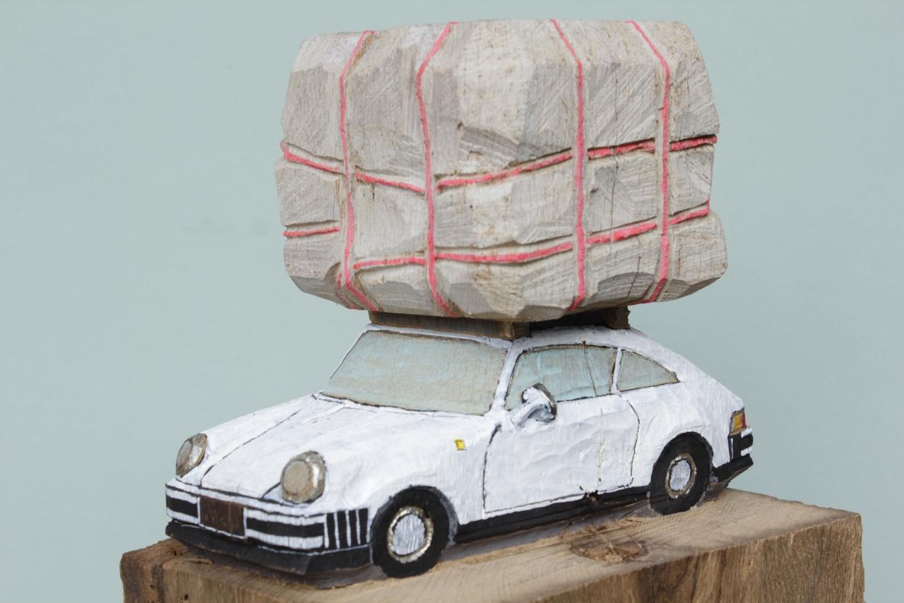 Porsche mit Bündel