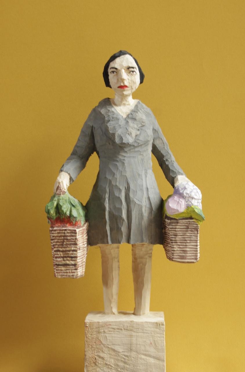 Edekafrau (1007) mit Hortensien