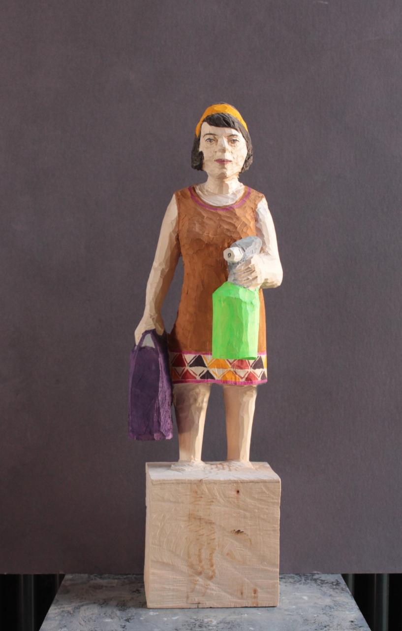 Edekafrau (1407) mit Spritzflasche