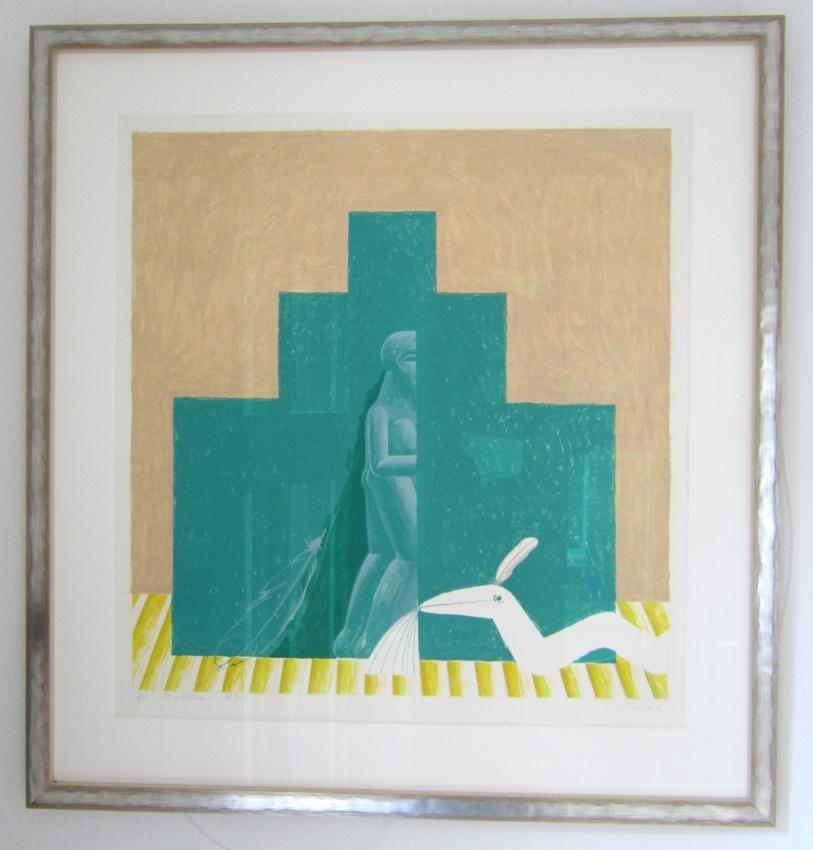 Figur in grüner Pyramide und Schlange