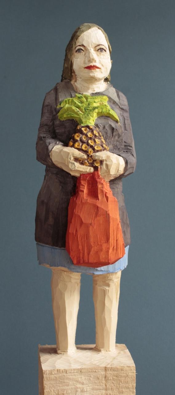 Edekafrau (925) mit Ananas