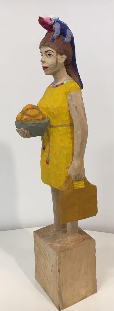 Edekafrau (1187) mit Echse
